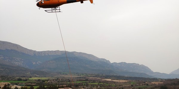 La nova instal·lació de cablejat a Àger.